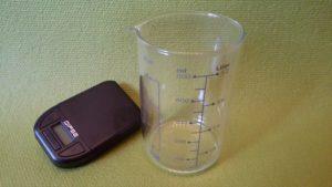 Mg-Öl - Waage und Messbecher